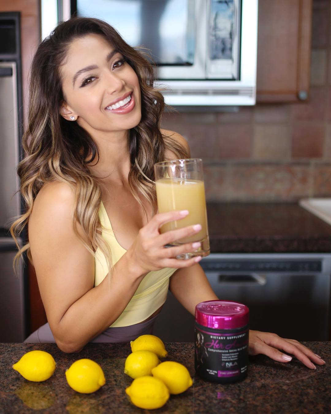 Lais Deleon taking Juice