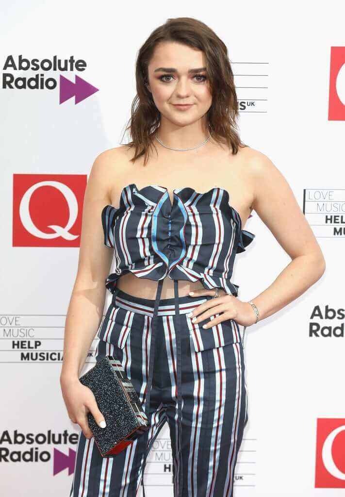 Maisie Williams sexy busty