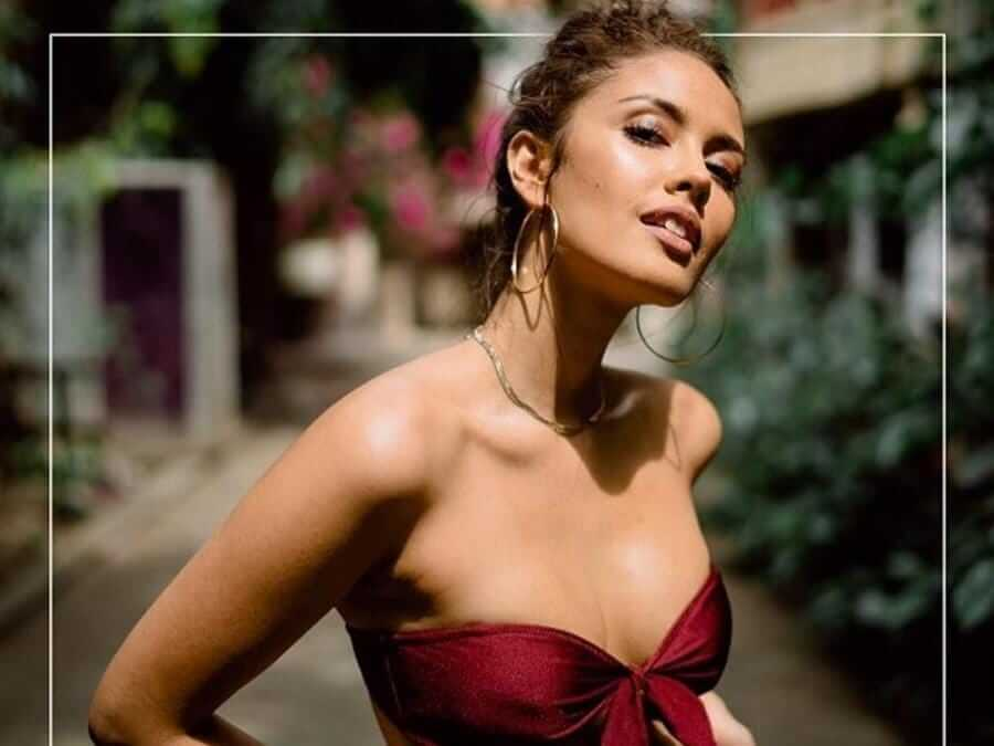 Megan Young cleavages pic