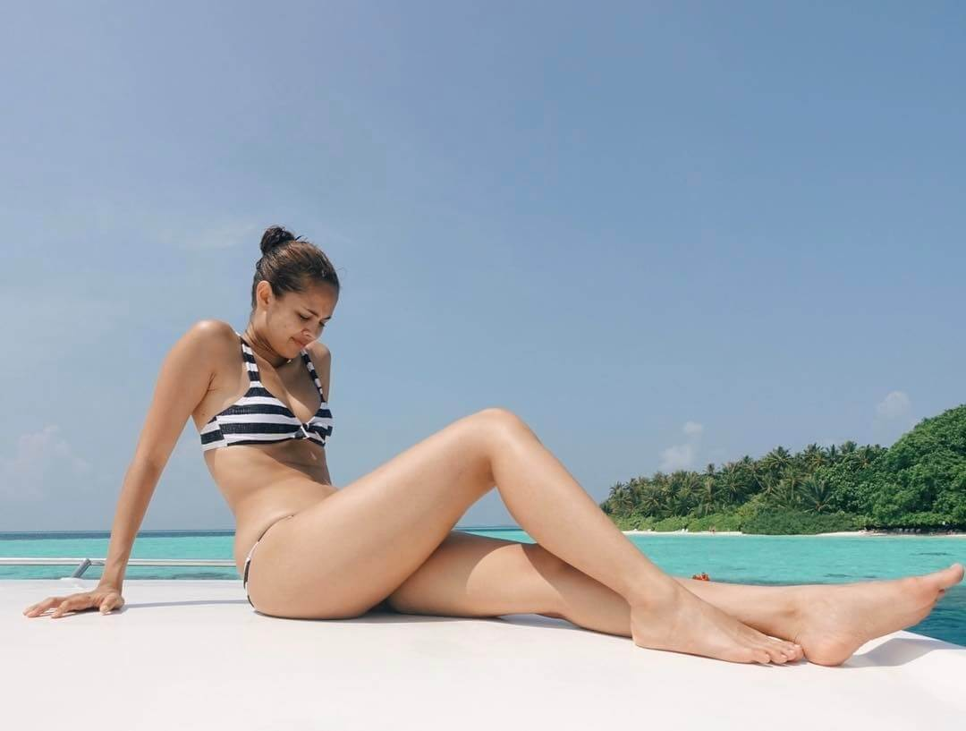 Megan Young sexy thighs