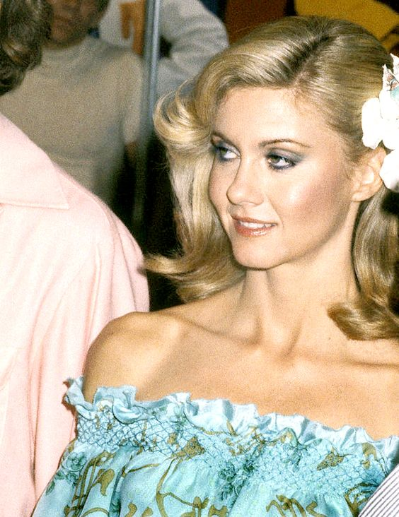 Olivia Newton Beautifull Pics