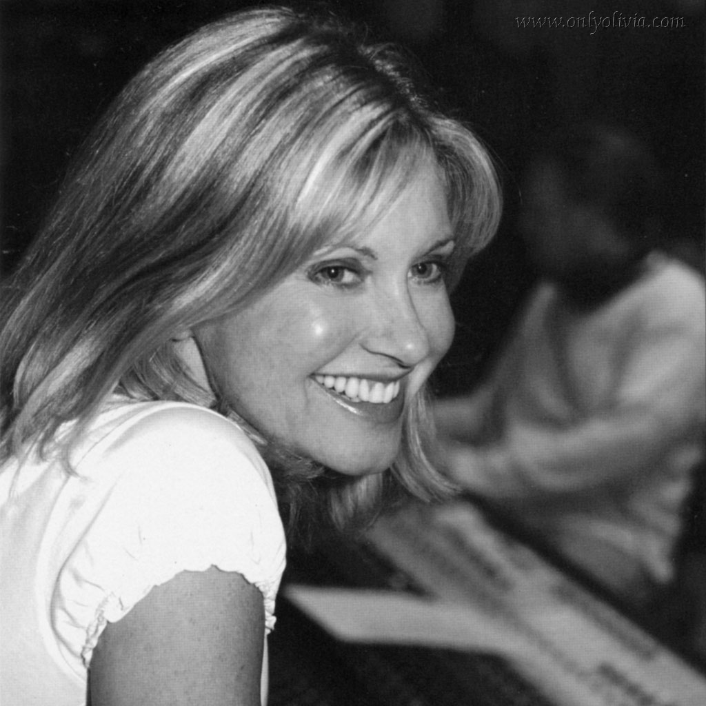 Olivia Newton Photoshoot Photo (2)