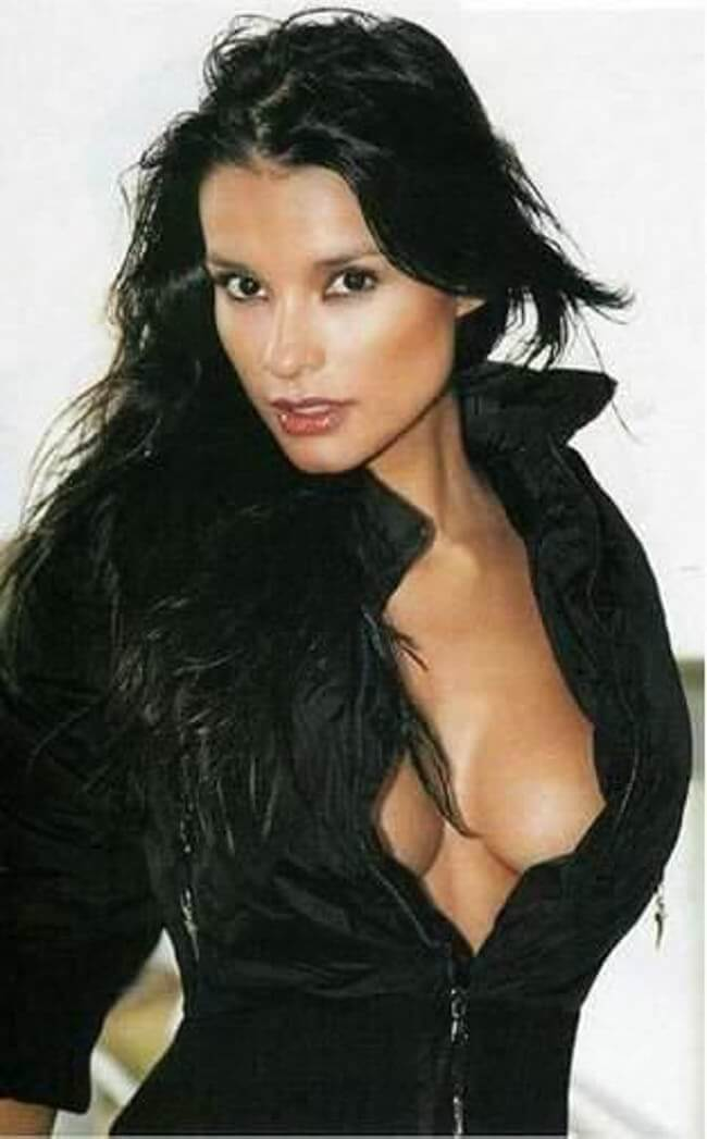 Paola Andrea Rey hot cleavage pic