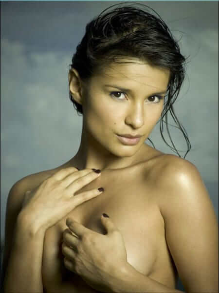 Paola Andrea Rey topless pic