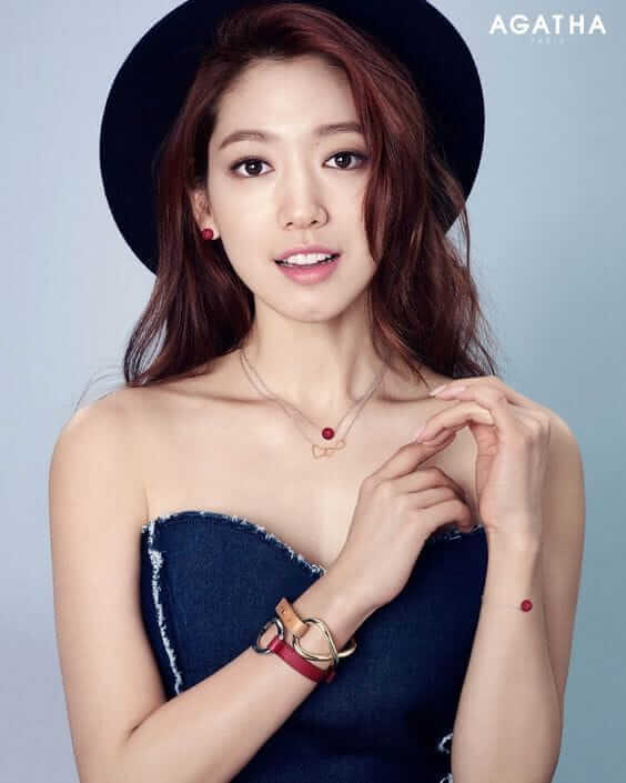 Park Shin Hye hot cleavaes