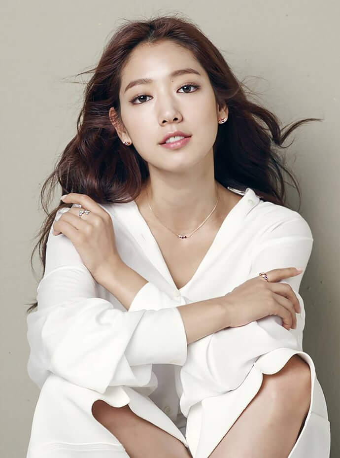 Park Shin Hye hot cleavages pciture