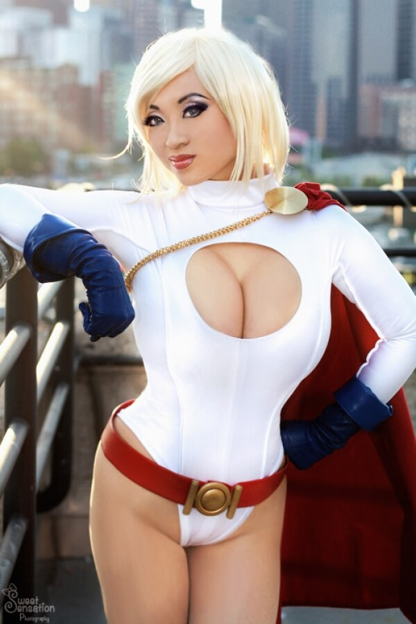 Power Girl hot cleavages pic