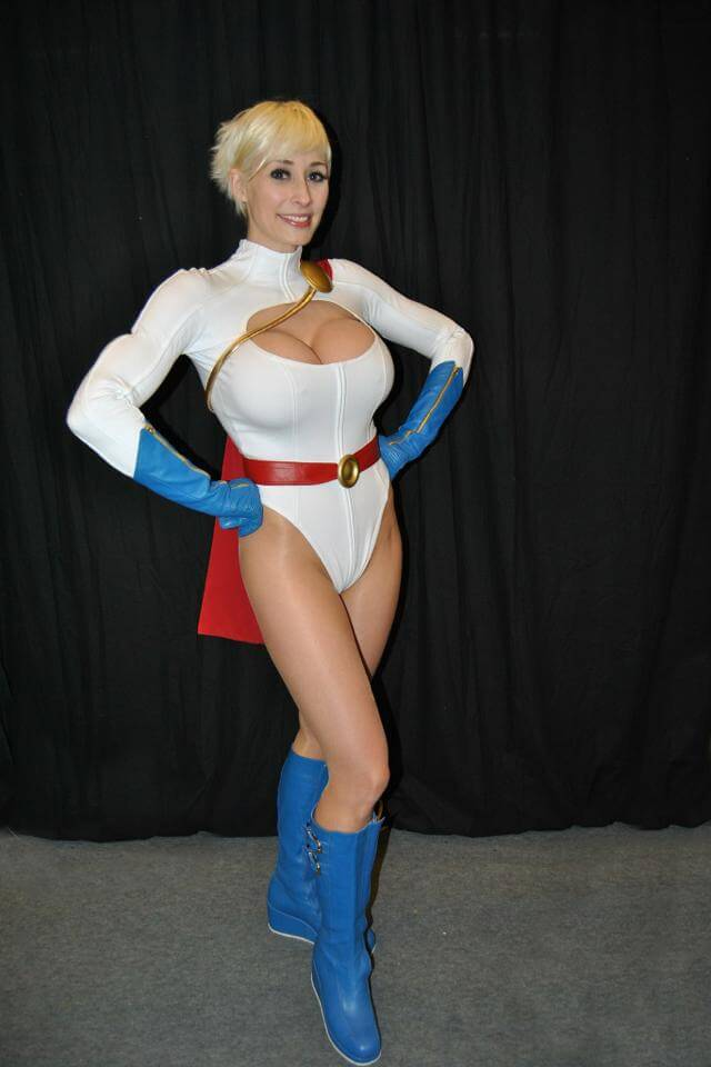Power Girl sexy thighs pic
