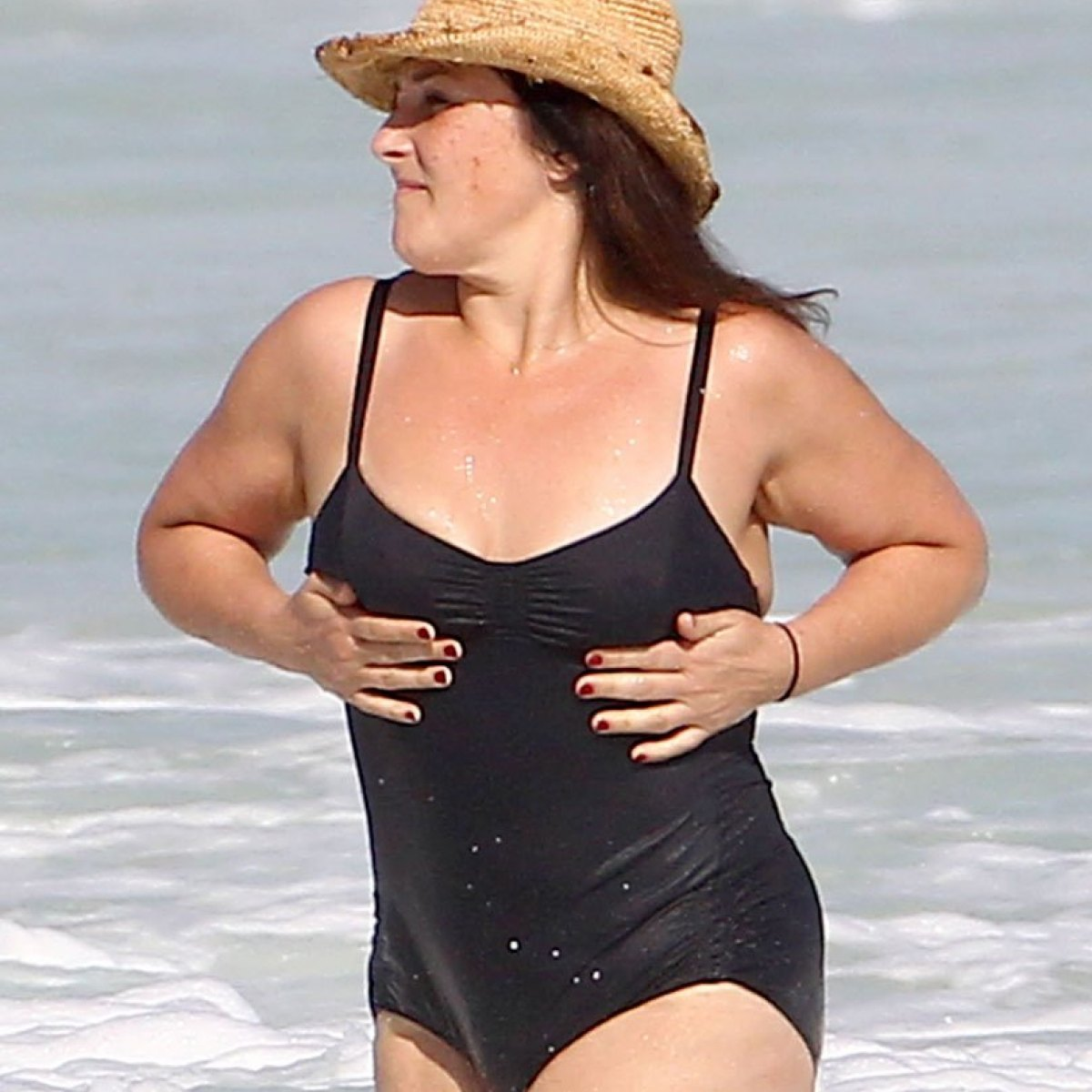 Ricki Lake Goes Swimming In Cancun