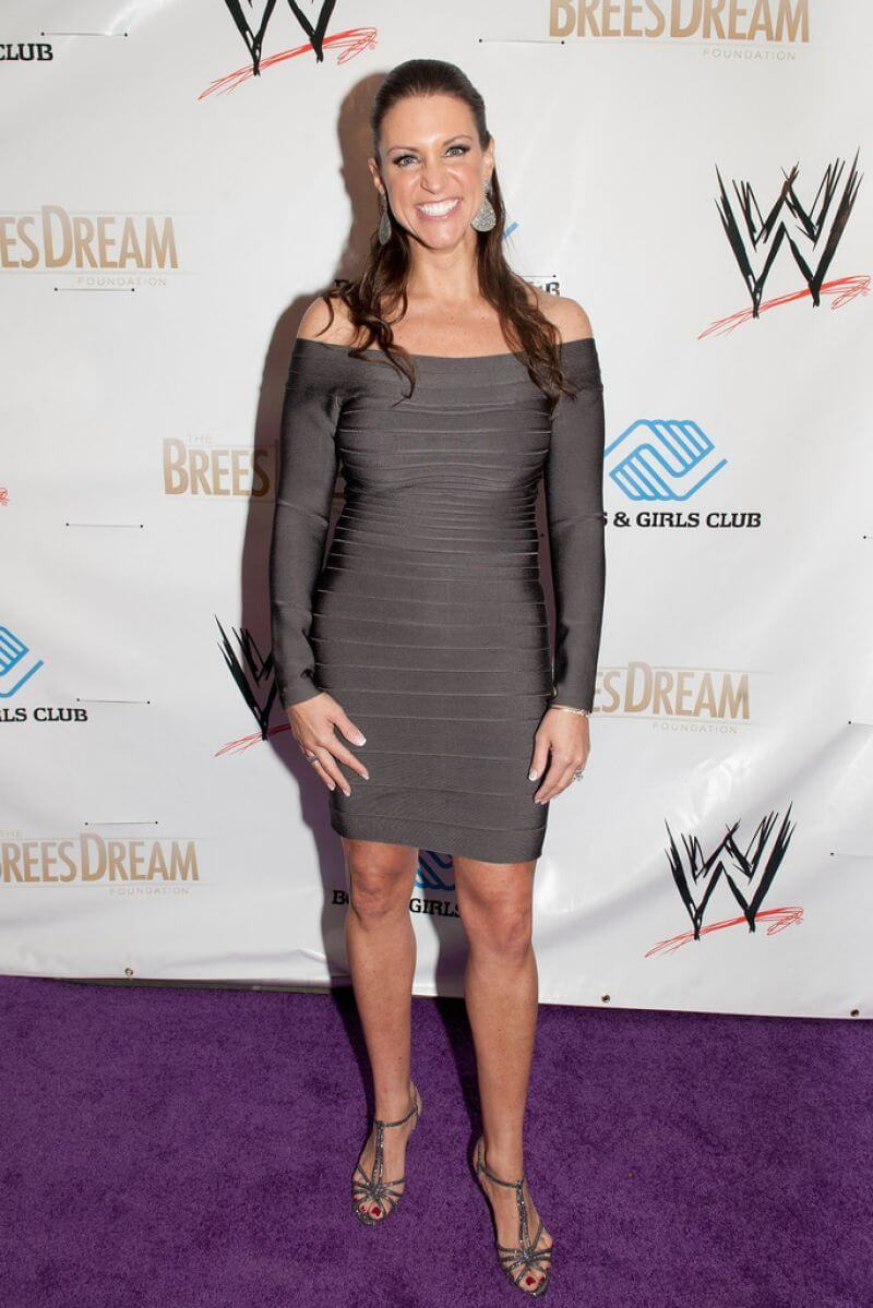 Stephanie mcmahon hot feet (2)