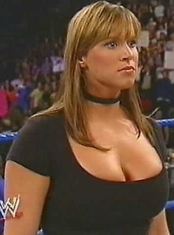 Stephanie mcmahon sexy busty picture (2)