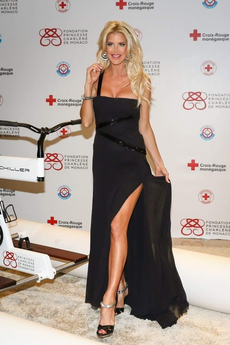 Victoria Silvstedt awesome pic