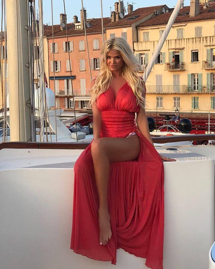 Victoria Silvstedt awesome red dress