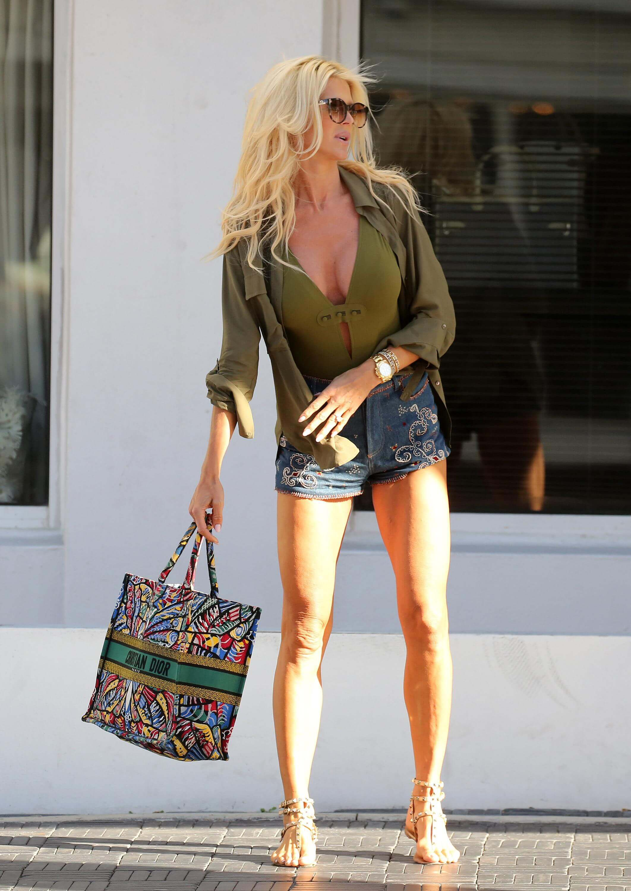 Victoria Silvstedt feet sexy