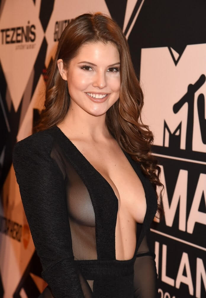 amanda cerny hot cleavage