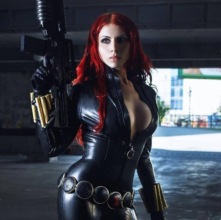black widow hot cleavage photos