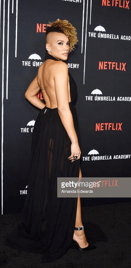 emmy raver-lampman sexy backless pic