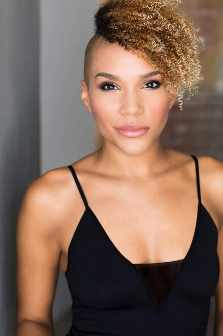 emmy raver-lampman sexy cleavage