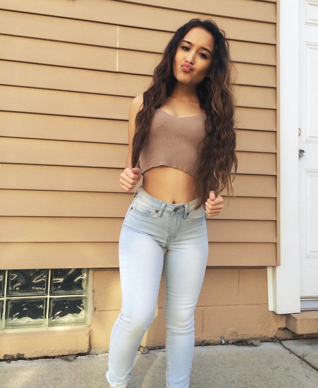 Alahna Ly sexy tite jeans