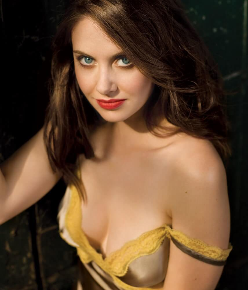 Alison Brie awesome pics