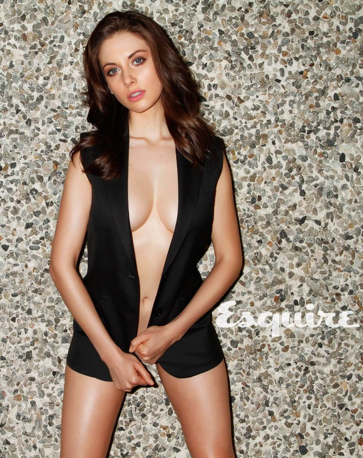 Alison Brie hot cleavage pictures