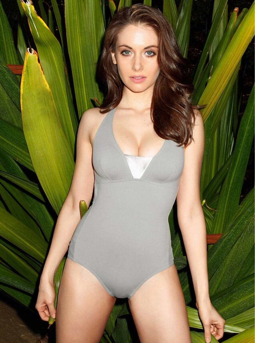 Alison Brie hot cleavage