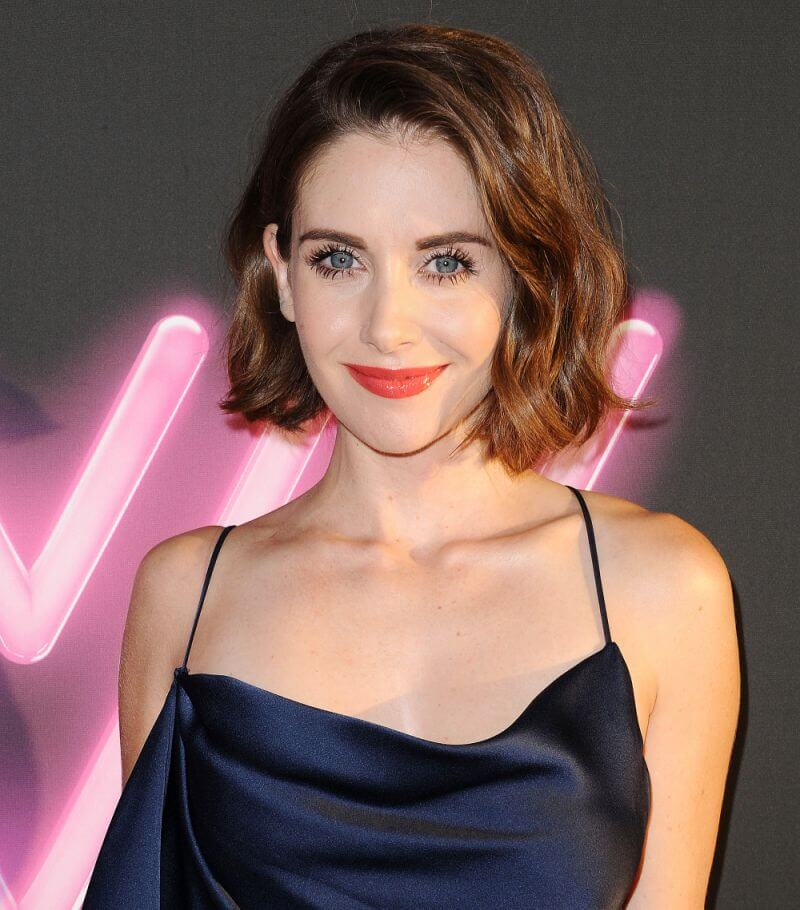 Alison Brie hot cleavages pics