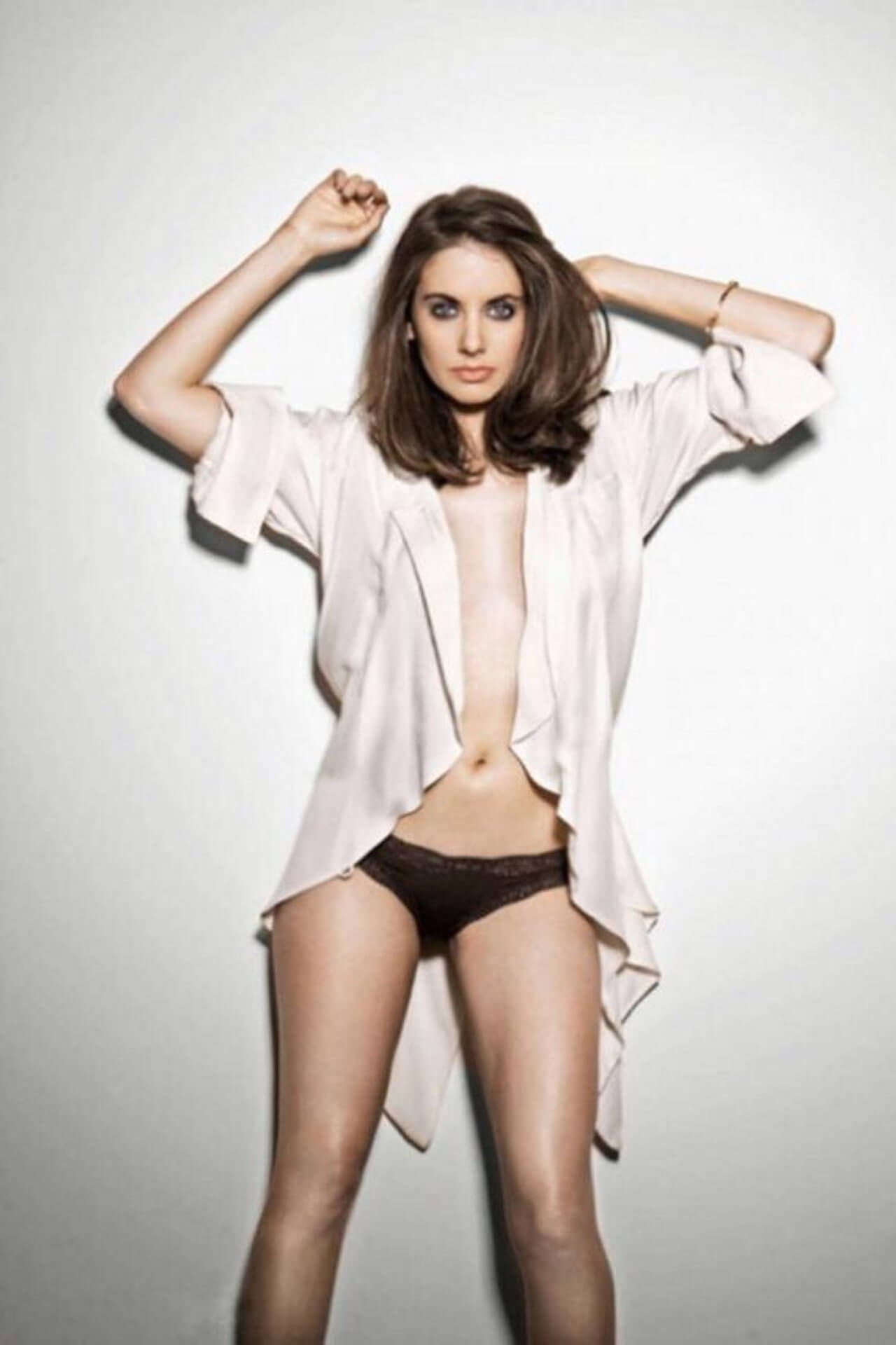 Alison Brie hot thigh (2)