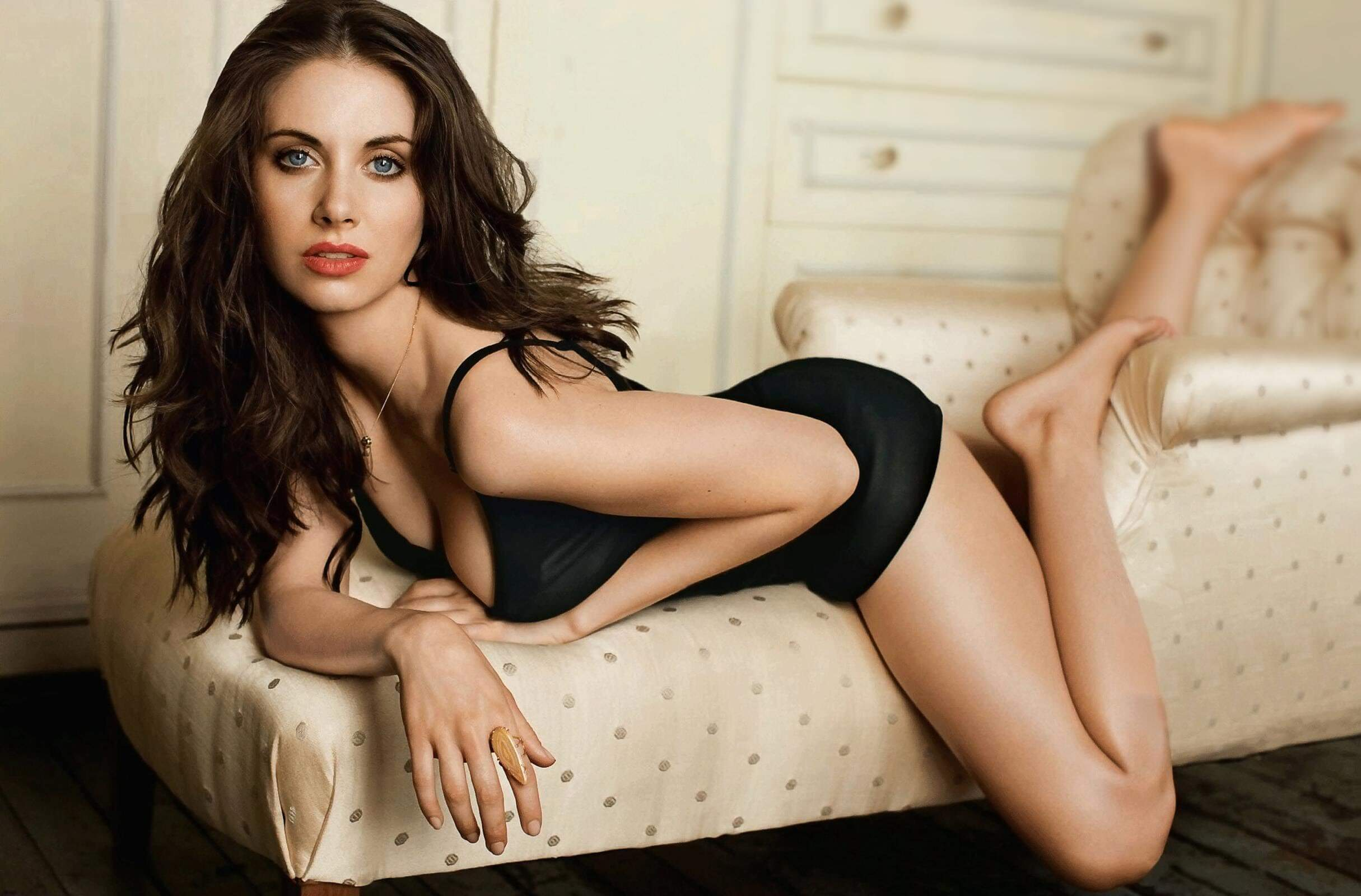 Alison Brie hot thighs