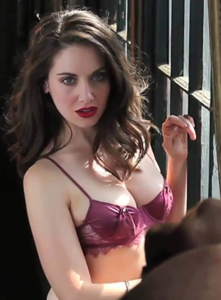 Alison Brie sexxy busty pic