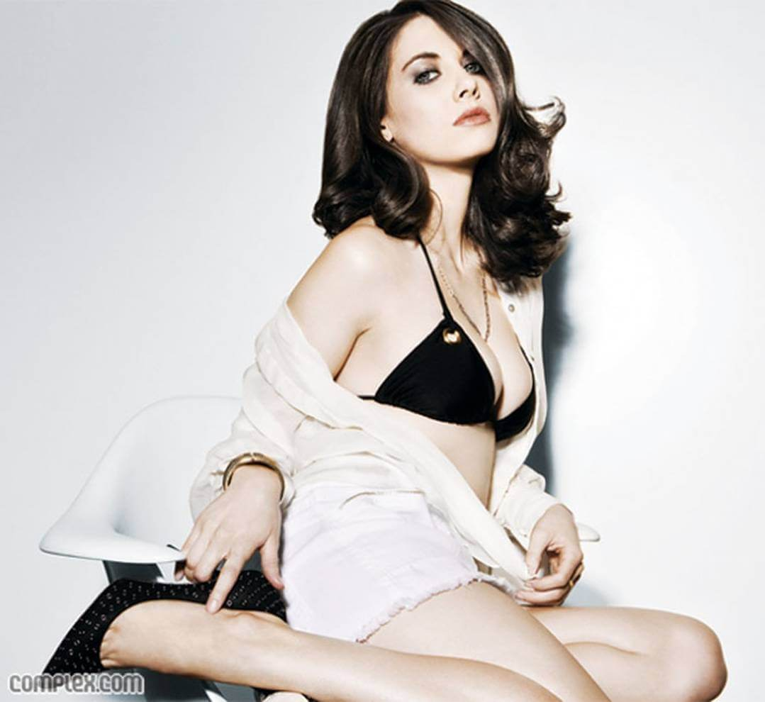 Alison Brie sexy busty pictures