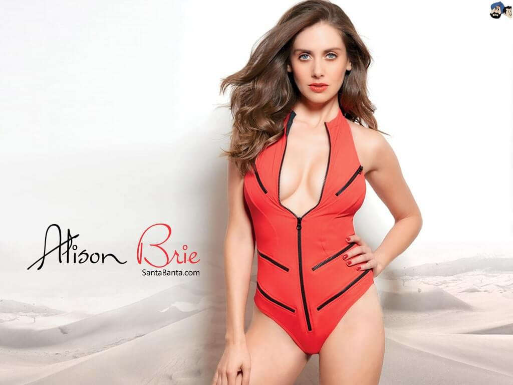Alison Brie sexycleavage phoptos