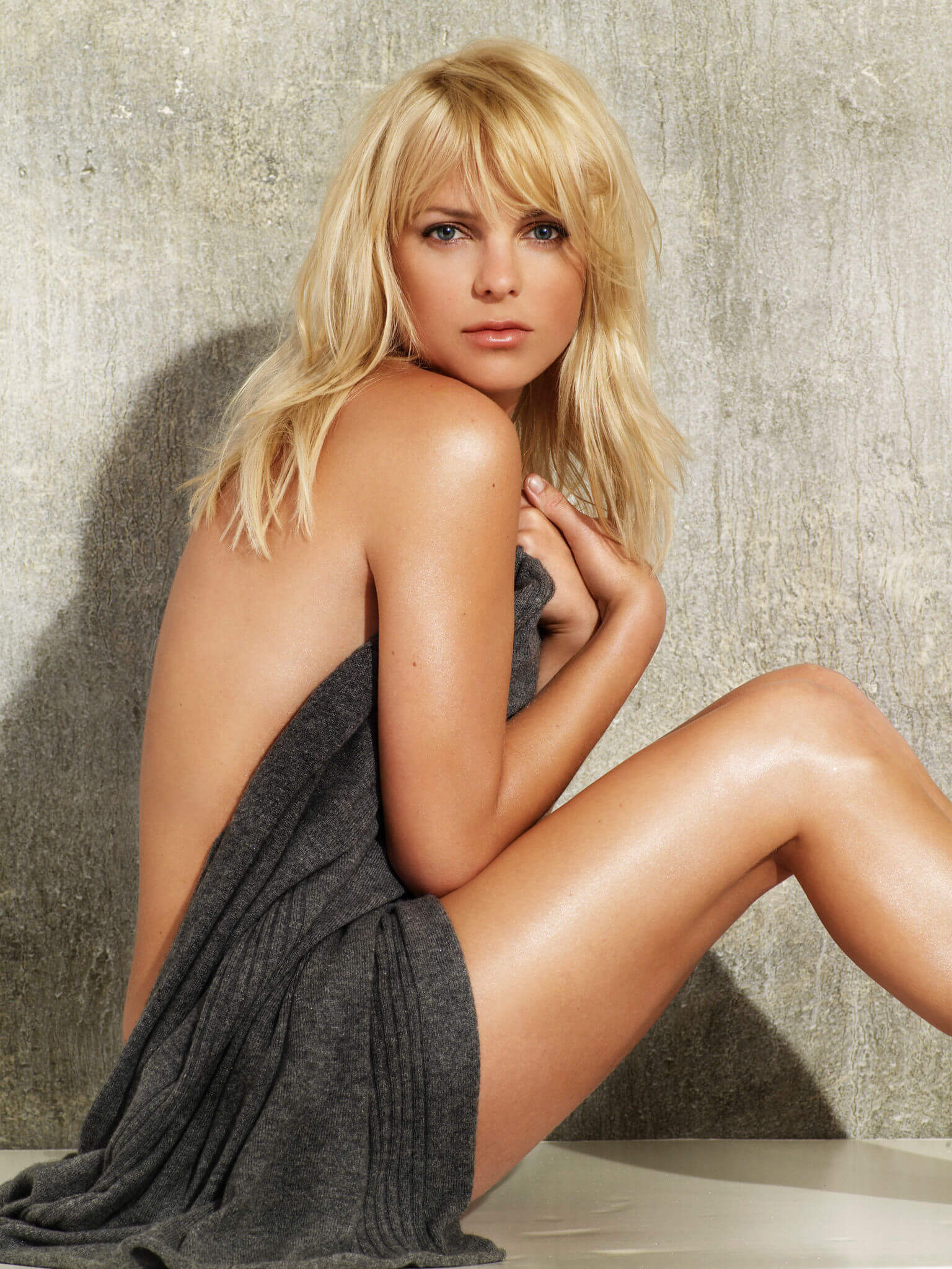 Anna Faris awesome near-nude
