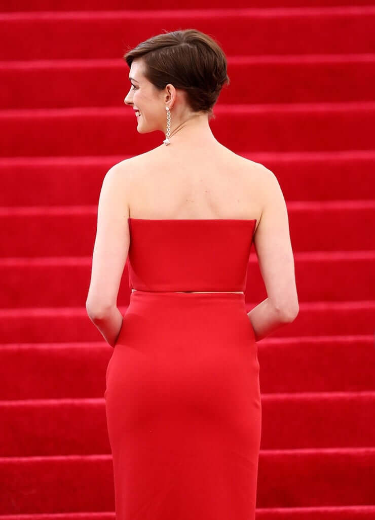 Anne Hathaway hot ass pic