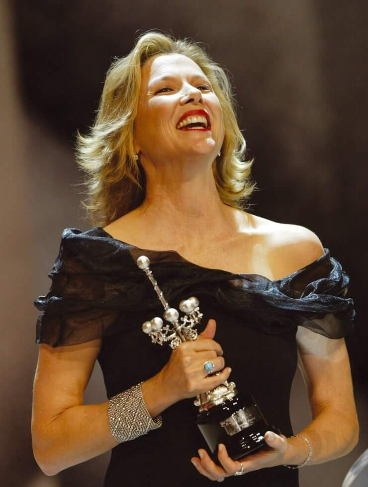 Annette Bening sexy smile pic