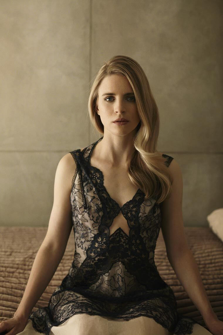 Brit Marling sexy pic (2)