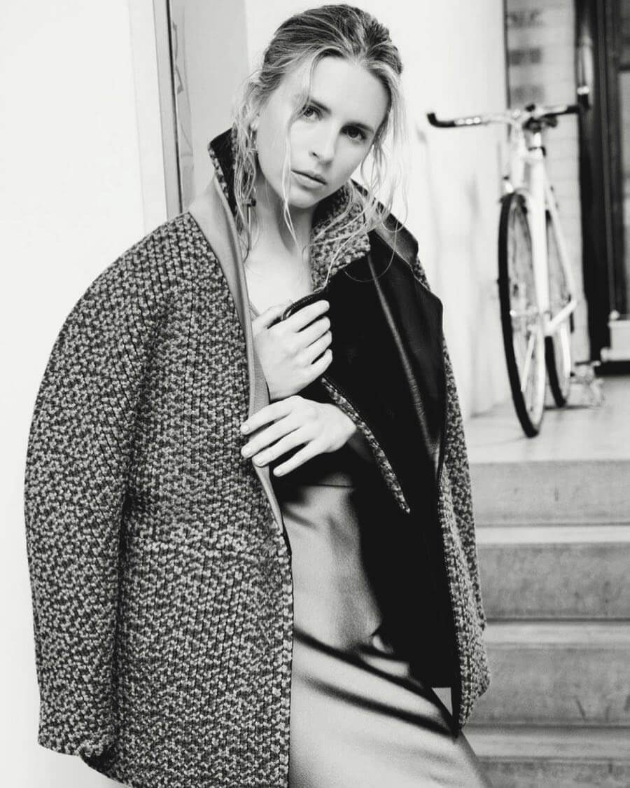 Brit Marling sexy picture
