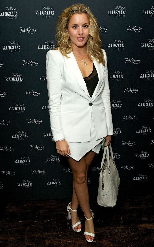 Caggie Dunlop sexy cleavage picture (2)