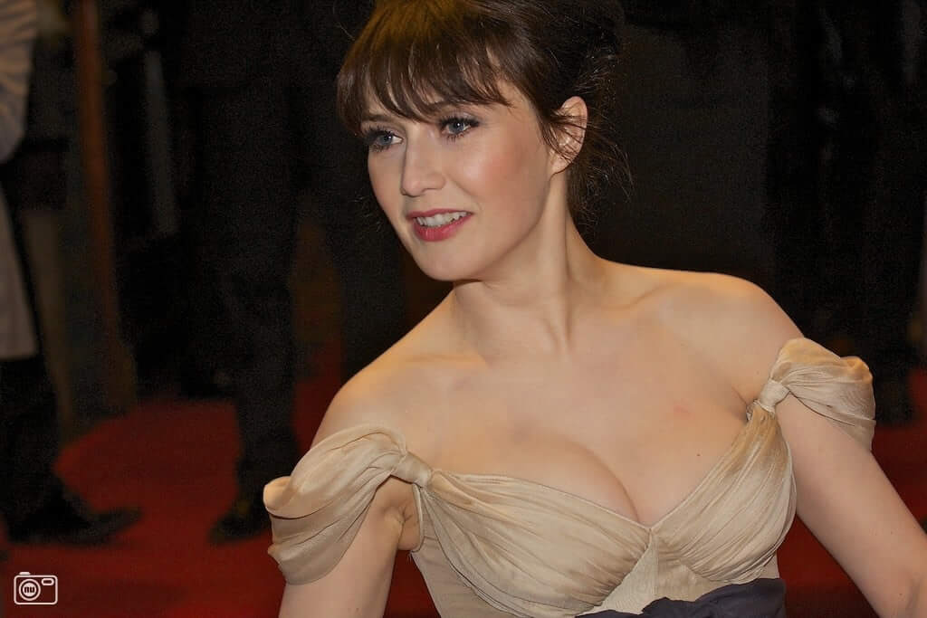 Carice van Houten sexy hot boobs cleavages (1)
