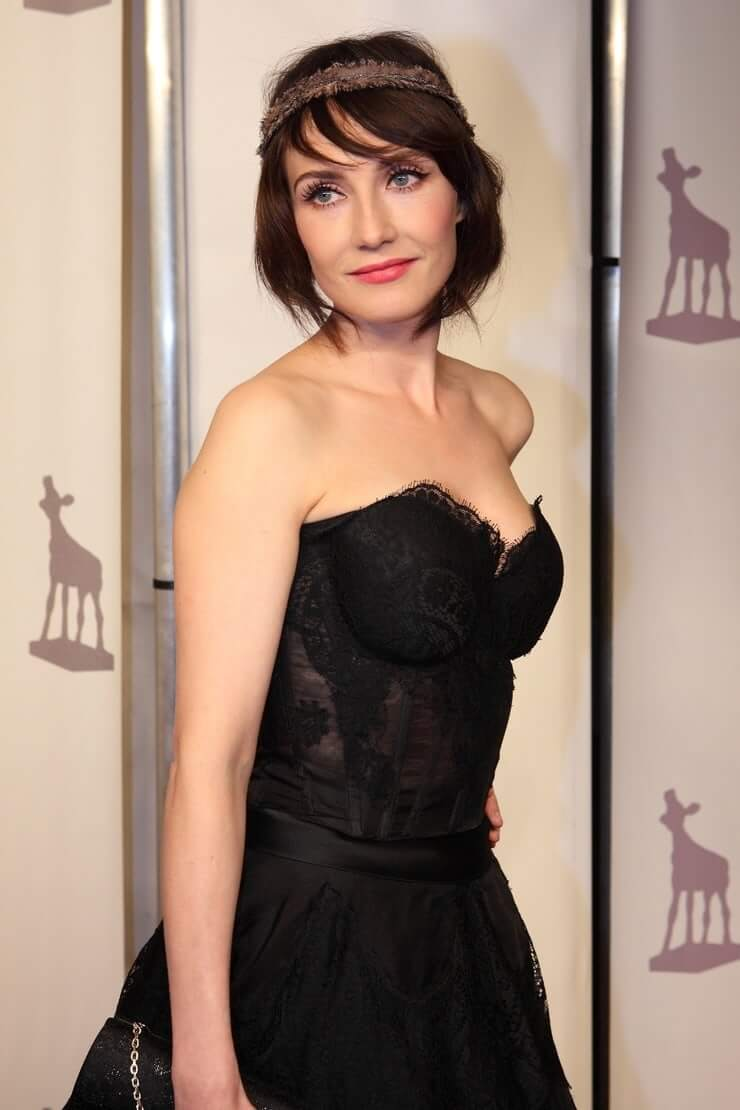 Carice van Houten sexy hot boobs cleavages (3)