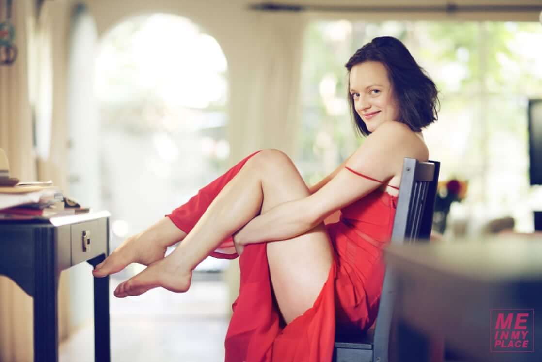 Elisabeth Moss hot butt (2)