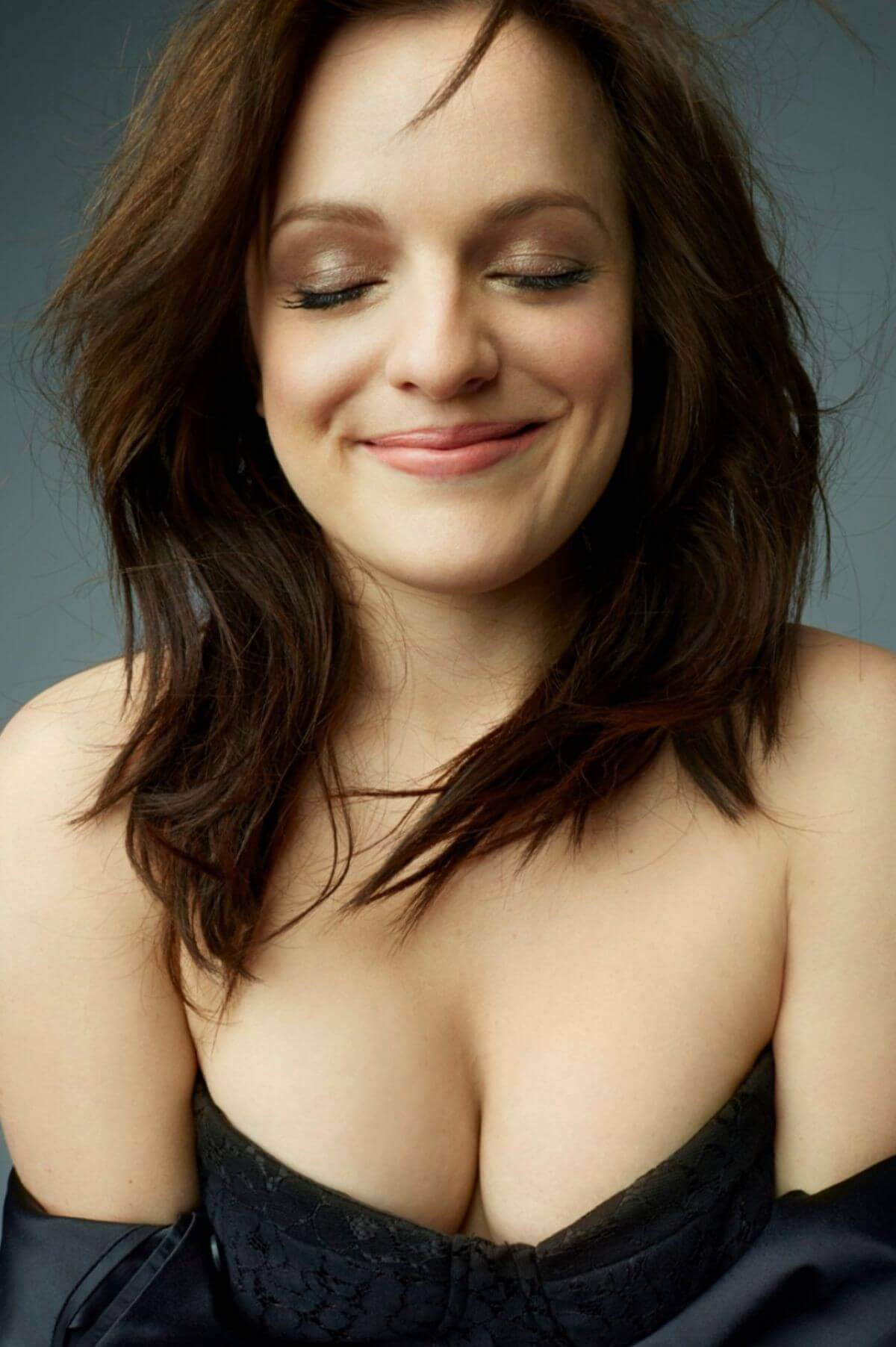Elisabeth Moss sexy cleavage pic