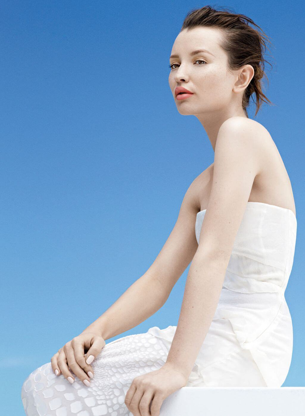Emily Browning hot side pic