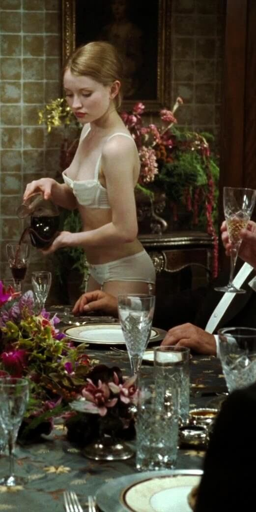Emily Browning hot side pictures