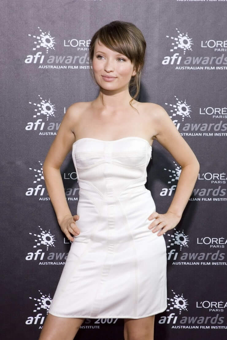 Emily Browning sexy busty picture