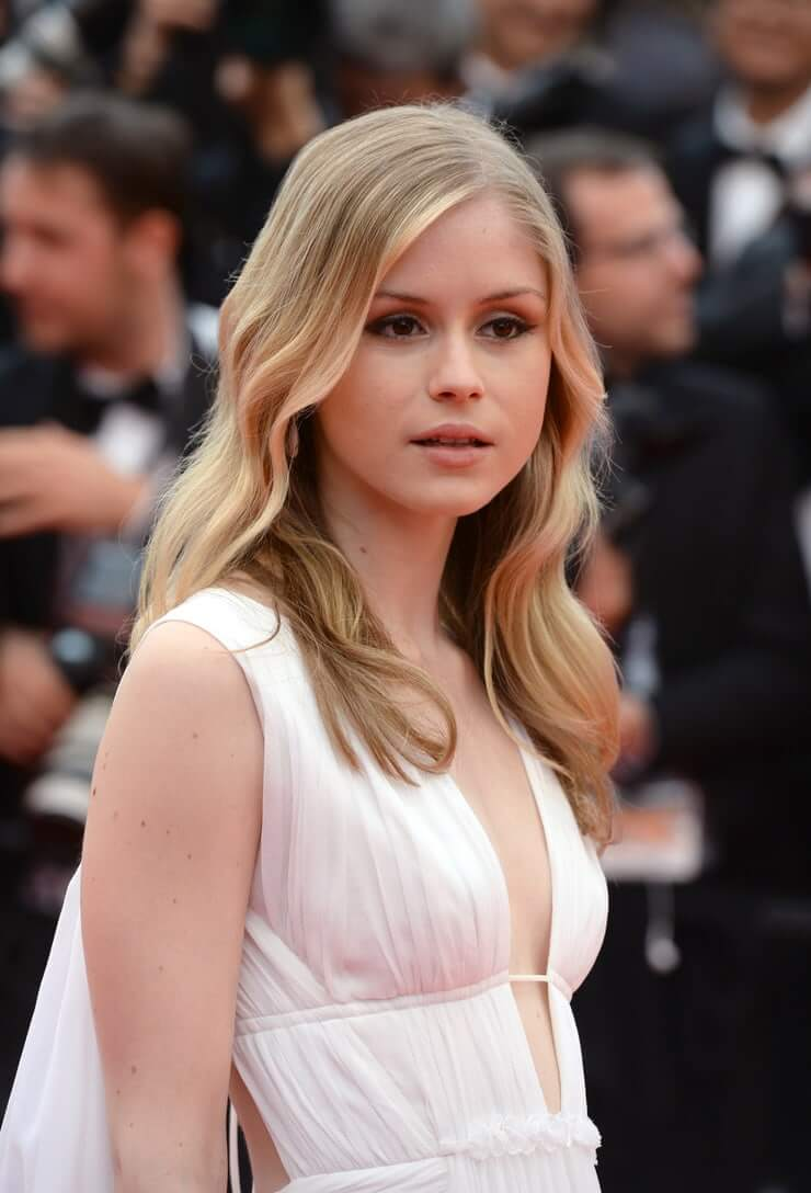 70+ Hot Pictures Of Erin Moriarty Will Win Your Hearts
