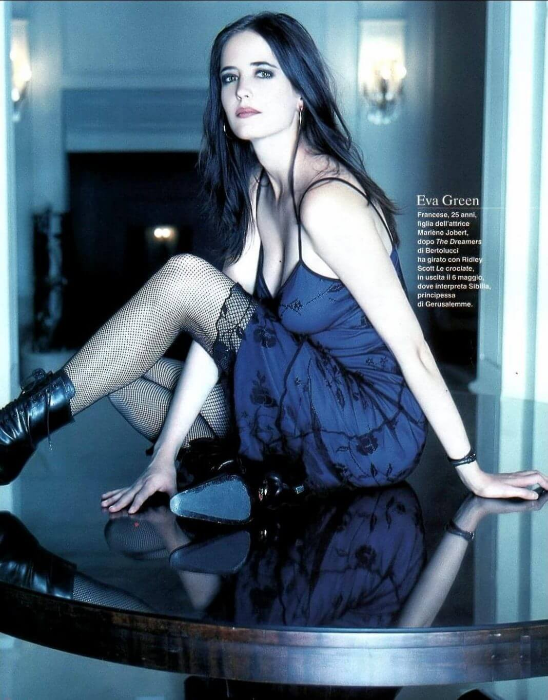 Eva-Green-sexy-blue-dress-2-