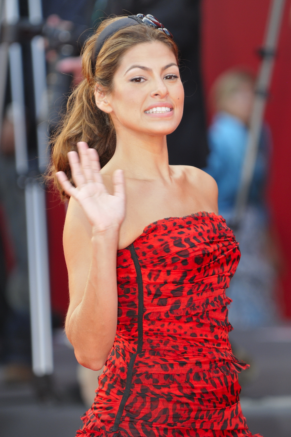 Eva Mendes sexy red dress