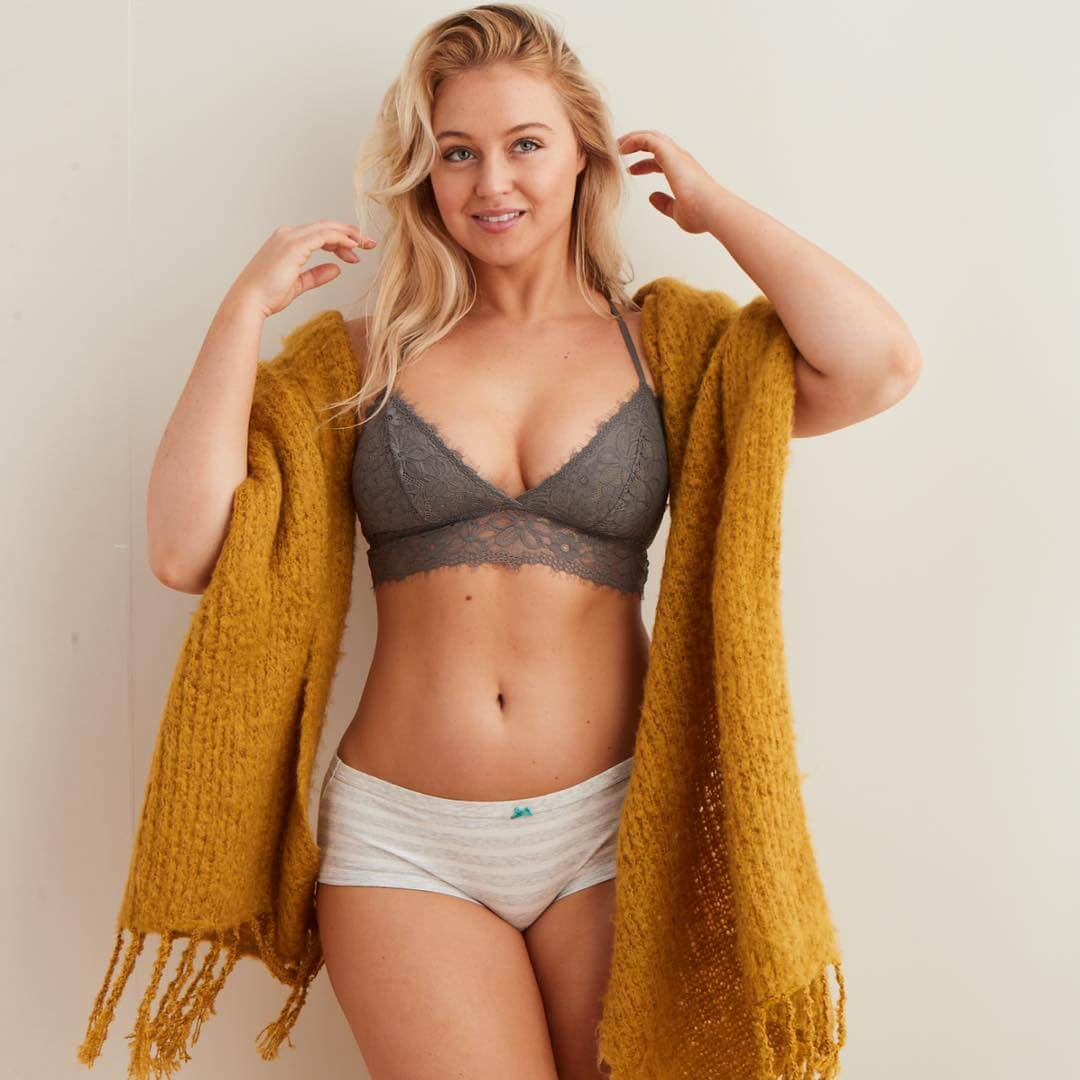 Iskra lawrence sexy navel