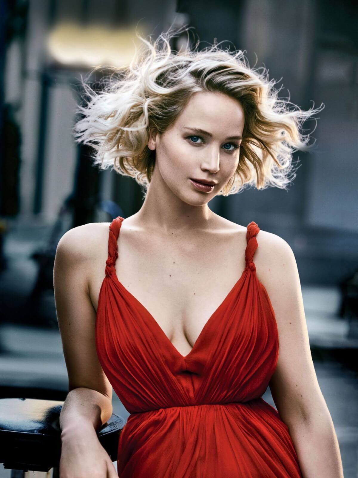 Jennifer Lawrence sexy cleasvge pictures